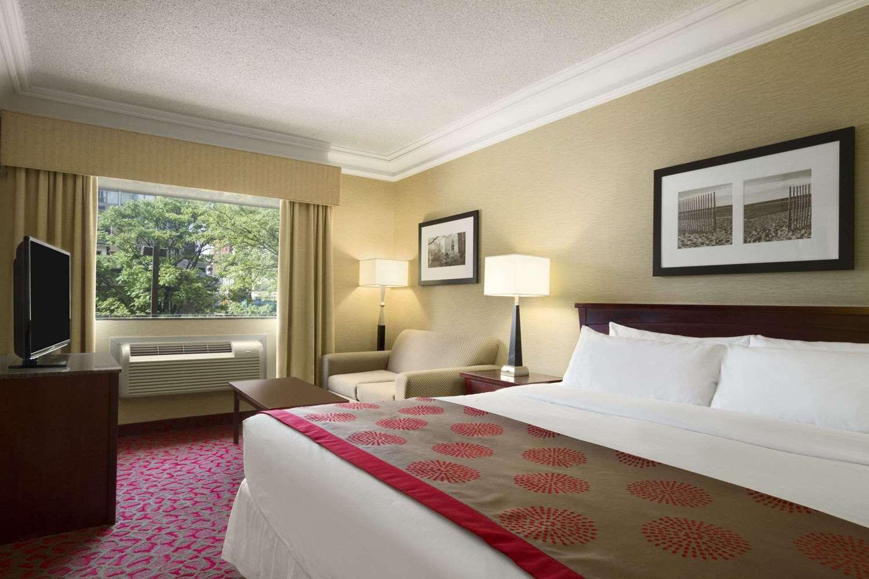 Room - Ramada Plaza Hotel Downtown Toronto