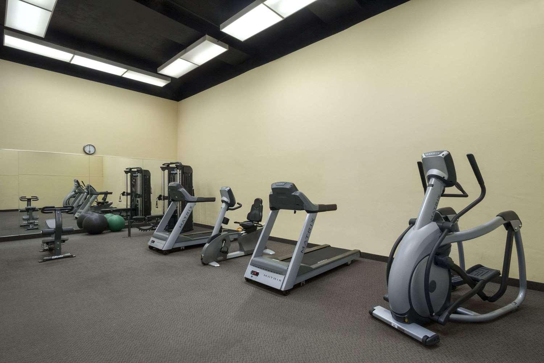 Fitness/ Exercise Room - Ramada Plaza Hotel Downtown Toronto