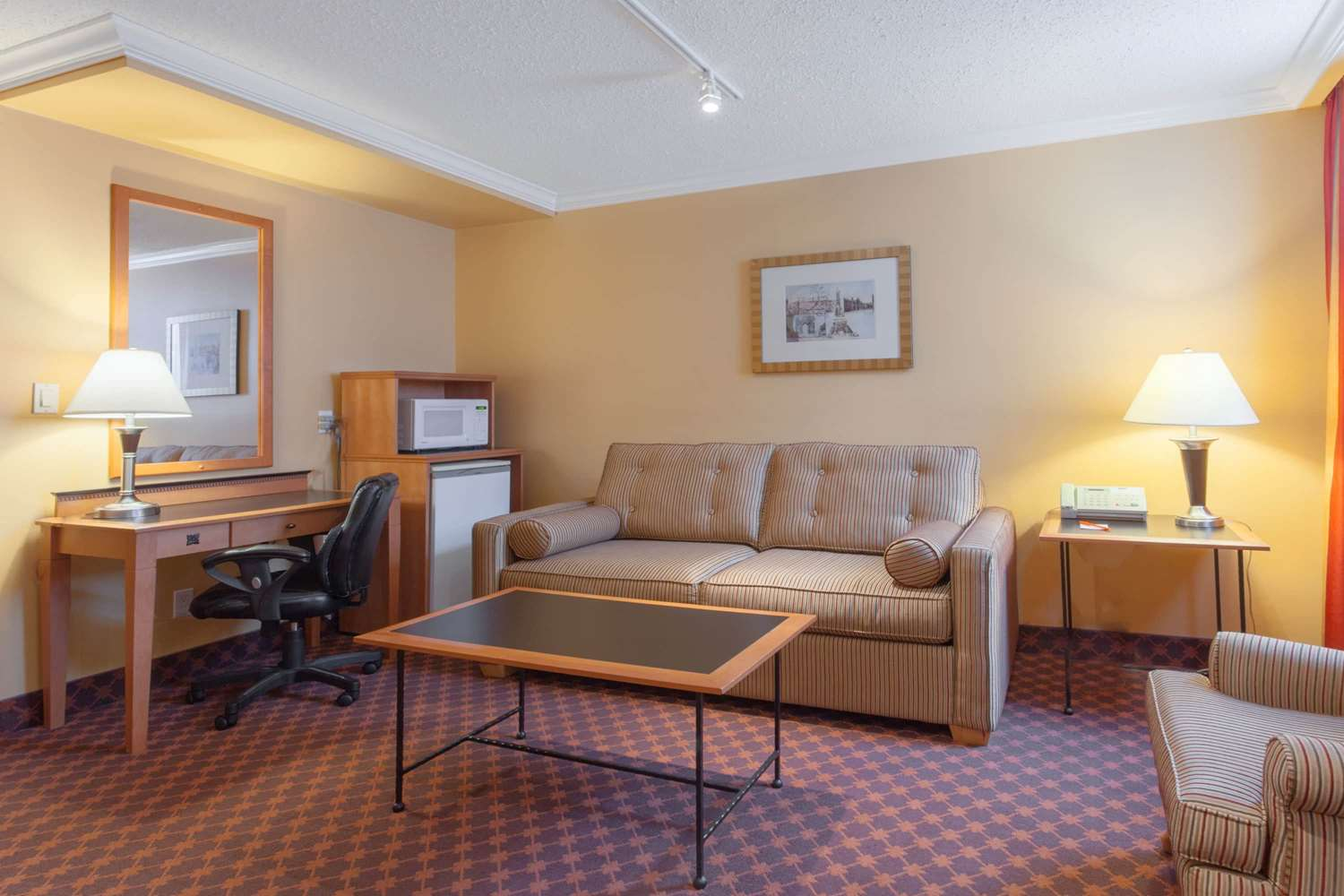 Suite - Howard Johnson Hotel Downtown Vancouver