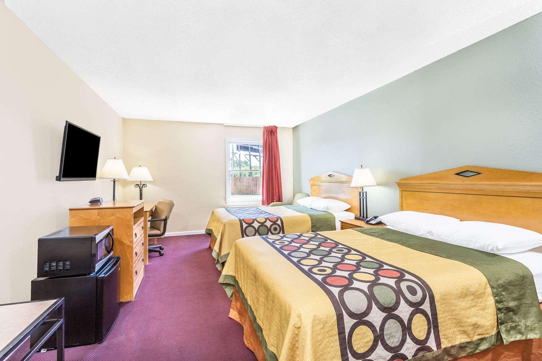 Room - Super 8 Hotel Manning
