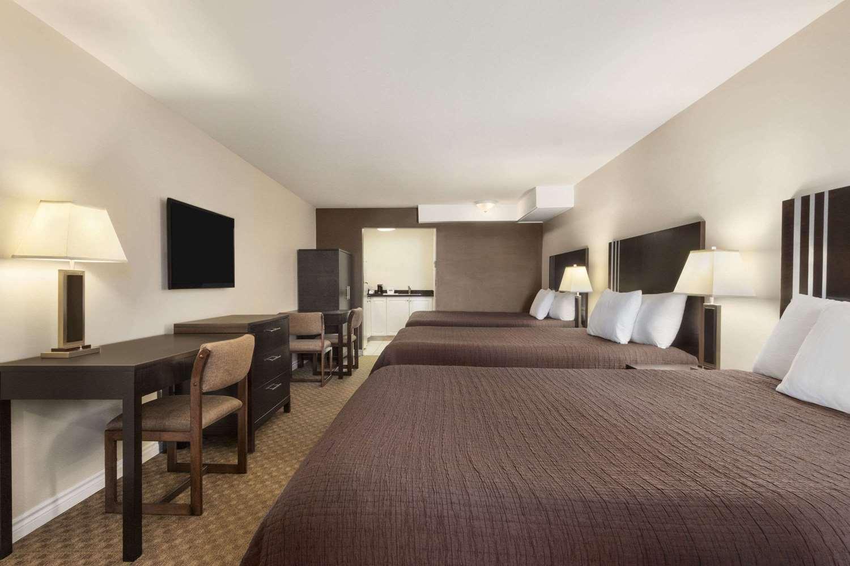 Room - Travelodge Mountview Motel Kamloops