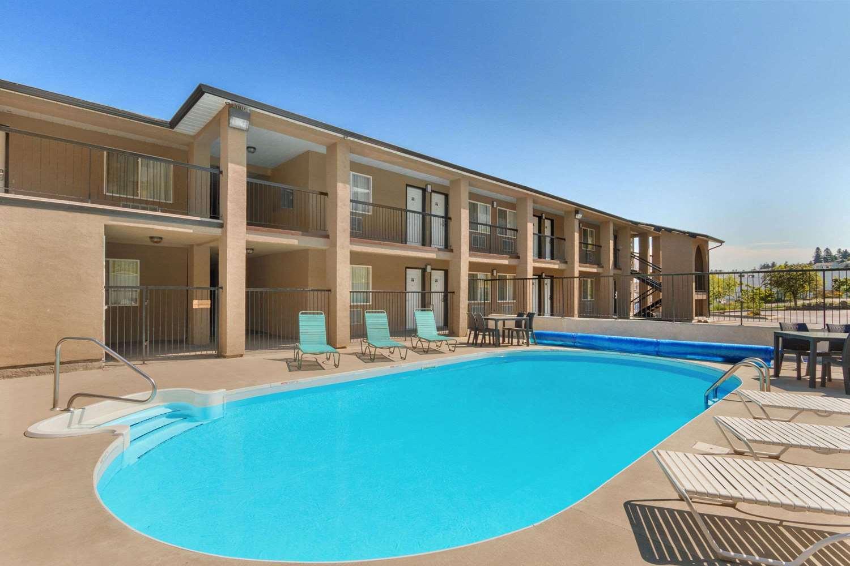 Pool - Travelodge Mountview Motel Kamloops