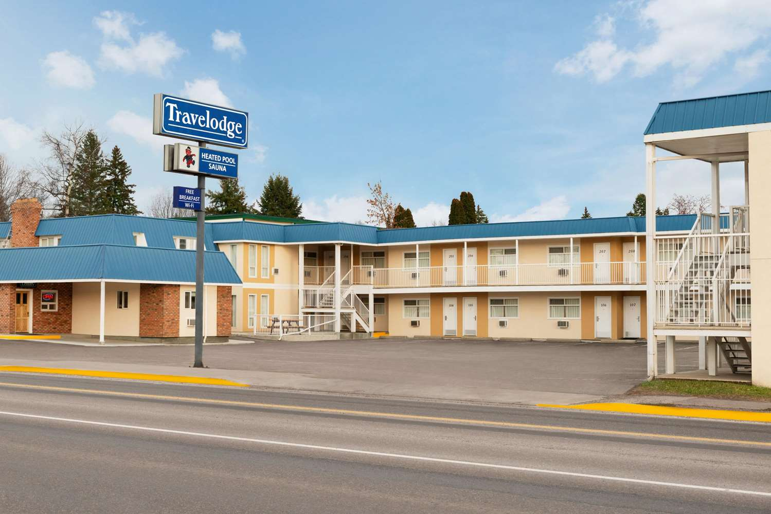 Exterior view - Travelodge Quesnel