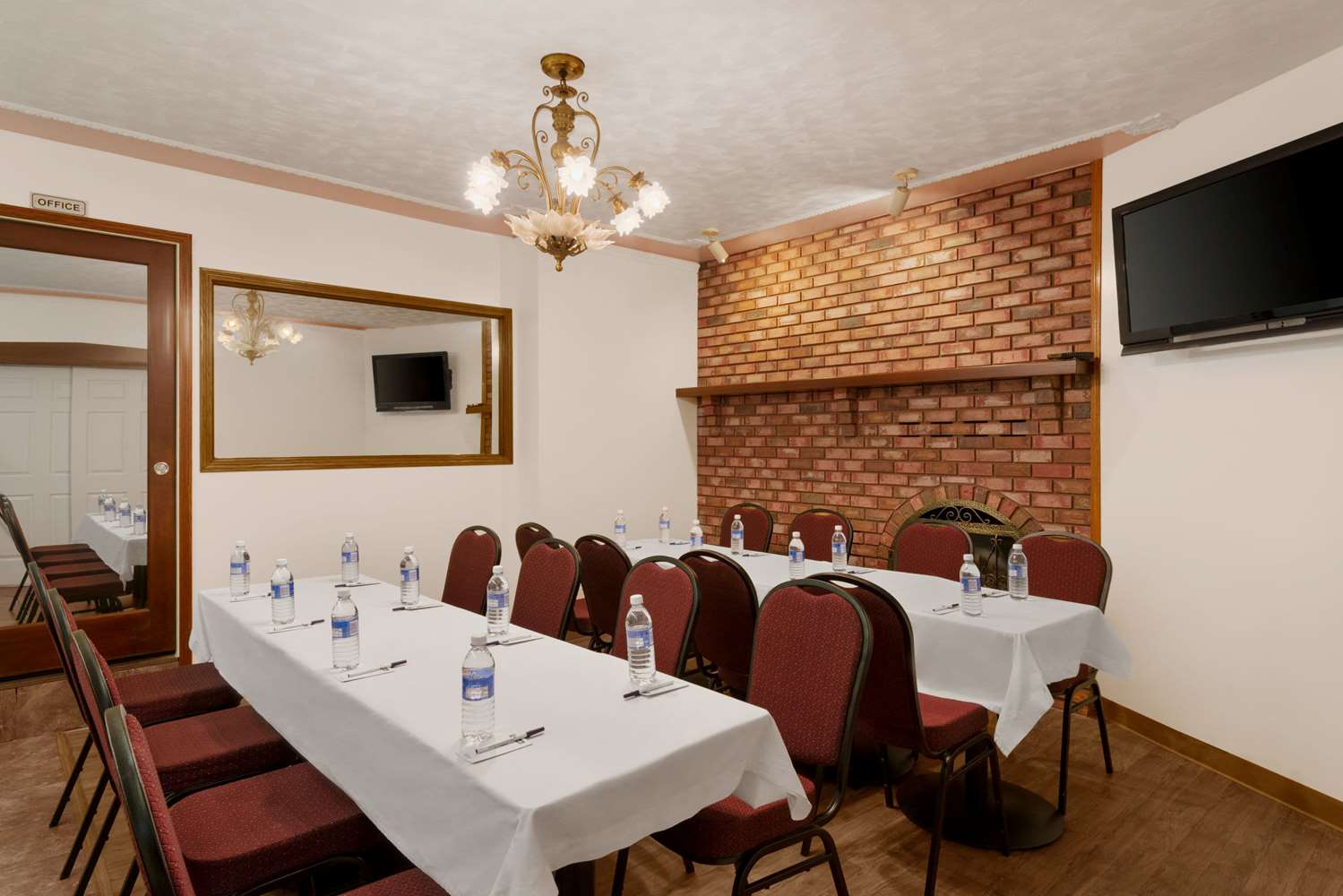Meeting Facilities - Travelodge Quesnel