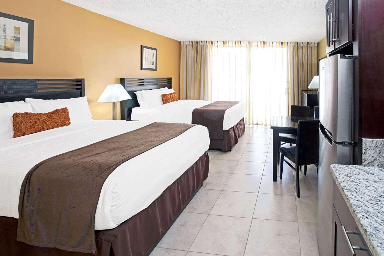 Room - Ramada Inn Resort Sunny Isles Beach