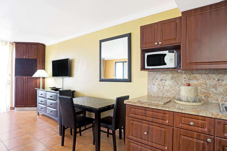 Amenities - Ramada Inn Resort Sunny Isles Beach
