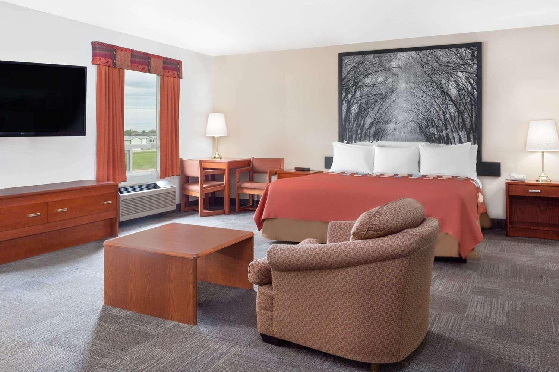 Suite - Super 8 Hotel Morden