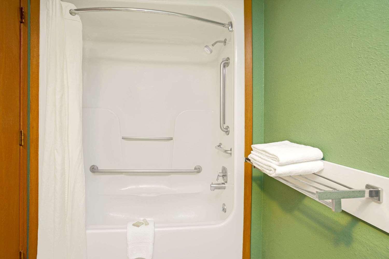 Room - Super 8 Hotel Denver
