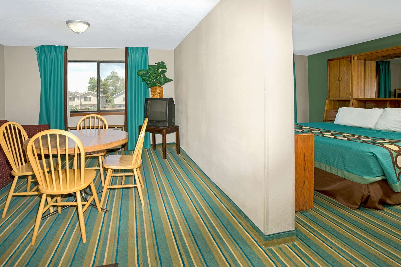 Suite - Super 8 Hotel Denver