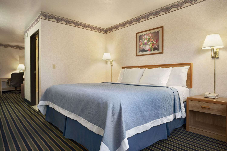 Suite - Days Inn Springville