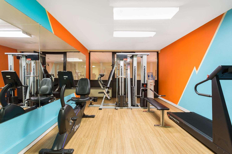 Fitness/ Exercise Room - Howard Johnson Inn Richmond Road Williamsburg