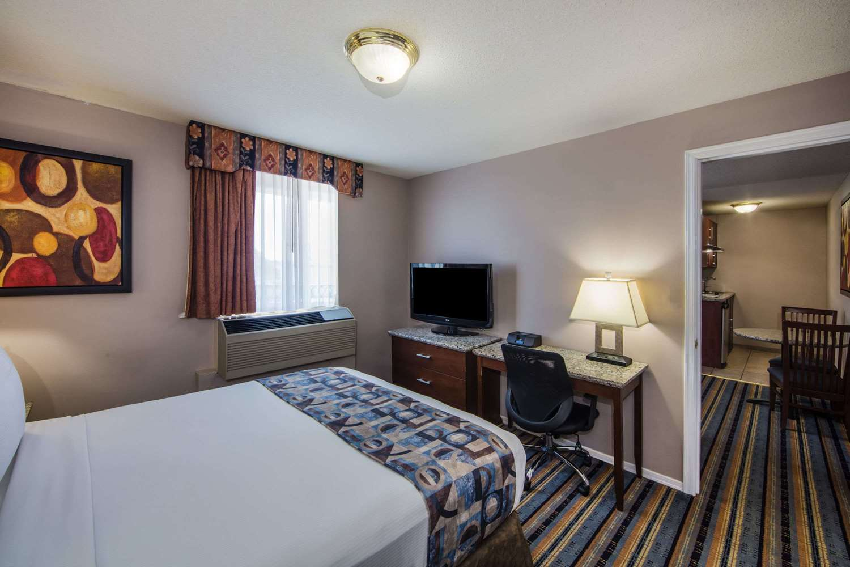 Room - Ramada Inn & Suites Downtown Vancouver