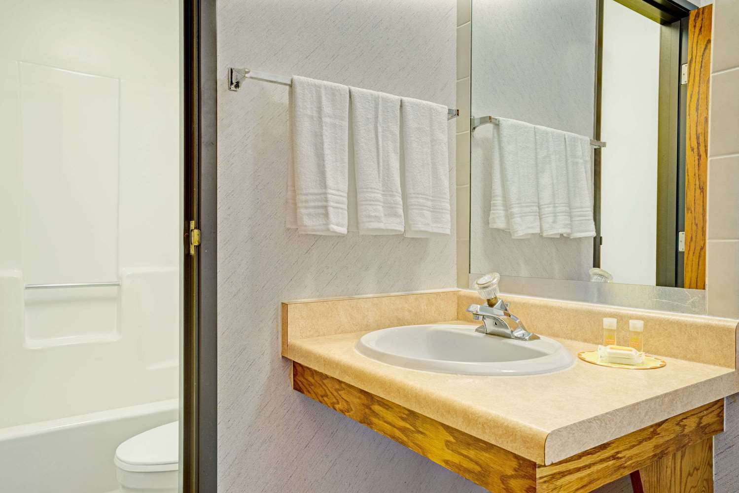 Amenities - Days Inn Monticello