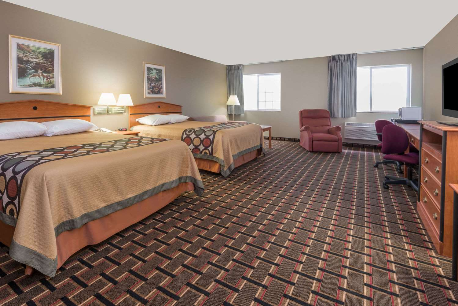 Suite - Super 8 Hotel Ottawa