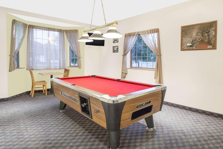 Recreation - Super 8 Hotel Cobleskill