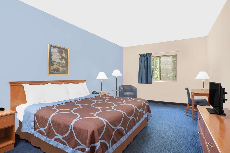 Room - Super 8 Hotel Cobleskill