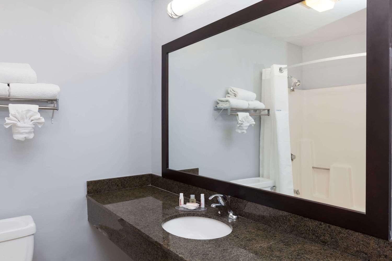 Room - Ramada Inn Poway
