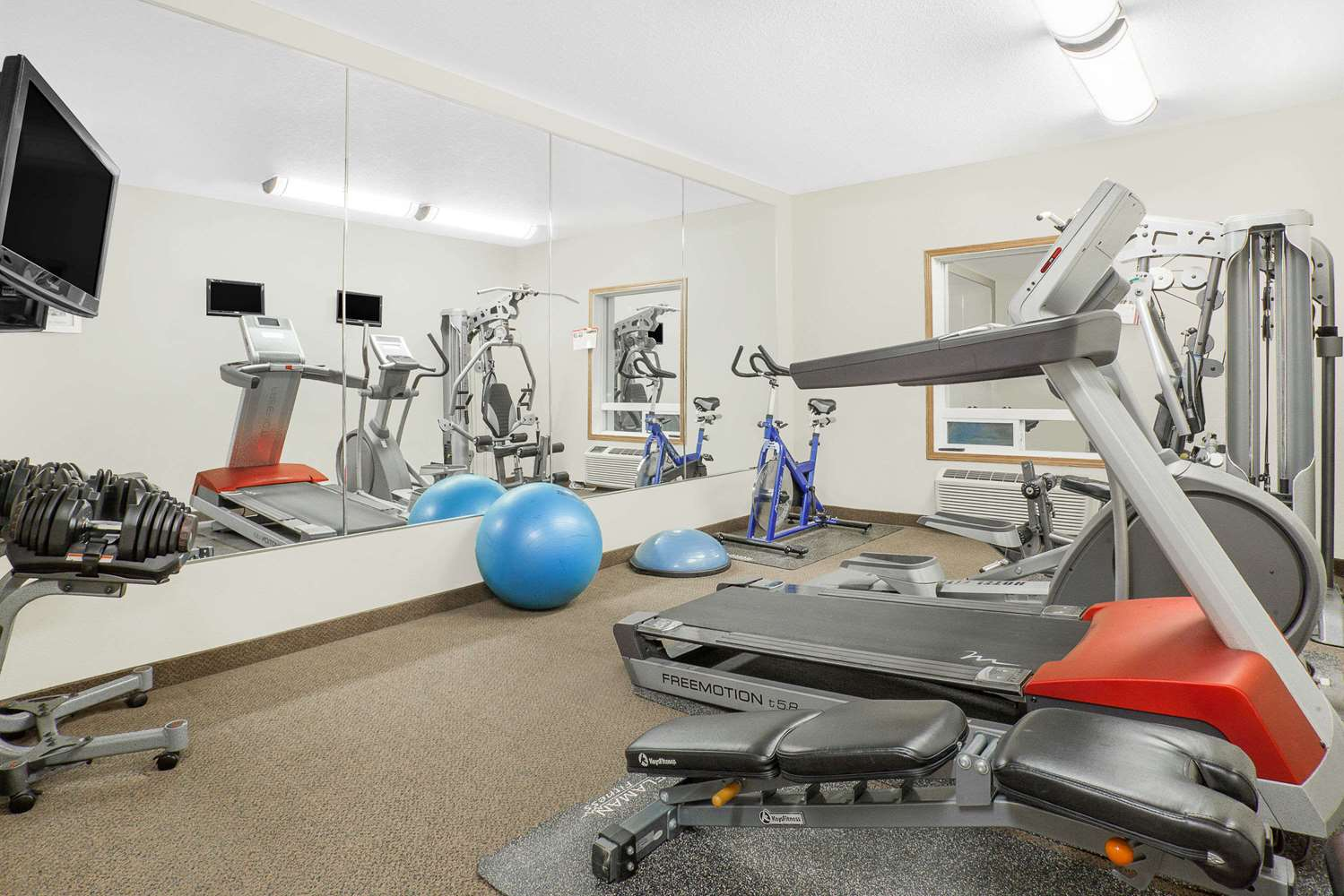 Fitness/ Exercise Room - Super 8 Hotel Athabasca