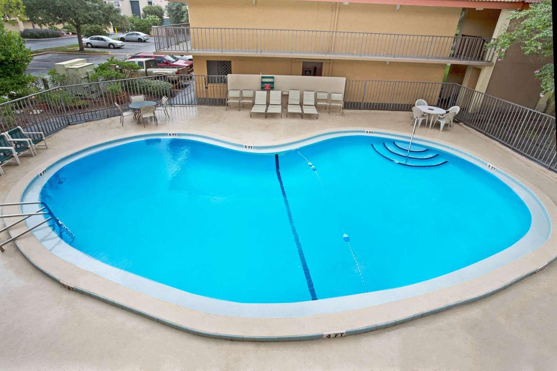 Pool - Super 8 Hotel Jacksonville
