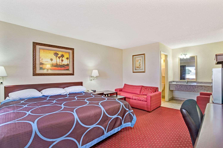 Suite - Super 8 Hotel Jacksonville