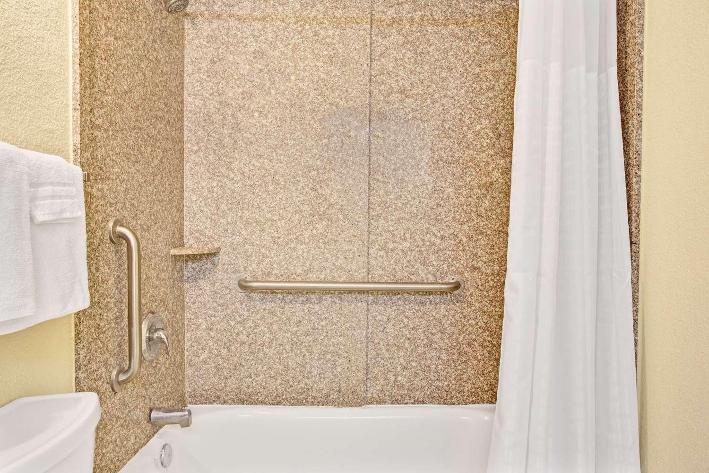 Room - Super 8 Hotel Jacksonville