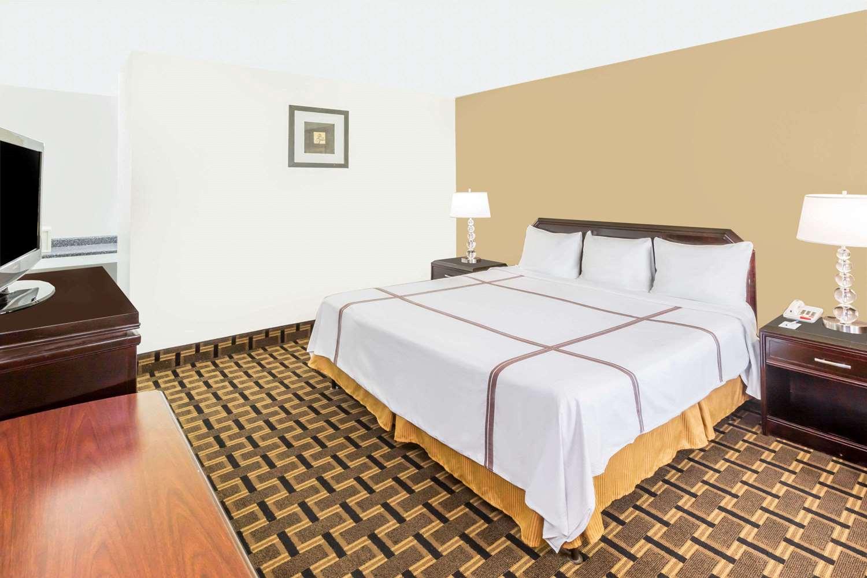 Room - Travelodge Shreveport