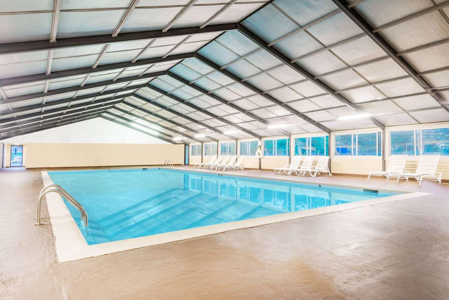 Pool - Ramada Inn & Conference Center Lexington