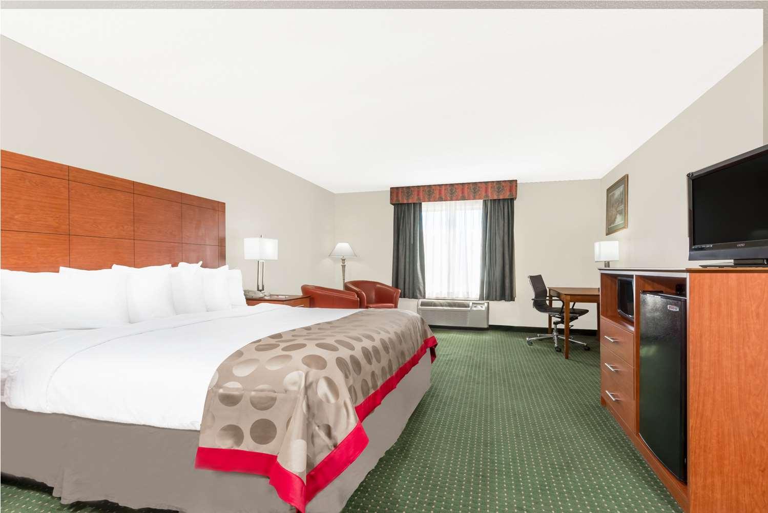 Room - Ramada Inn & Conference Center Lexington