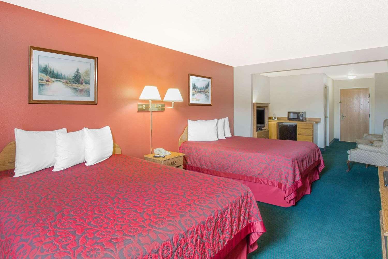 Room - Days Inn Custer