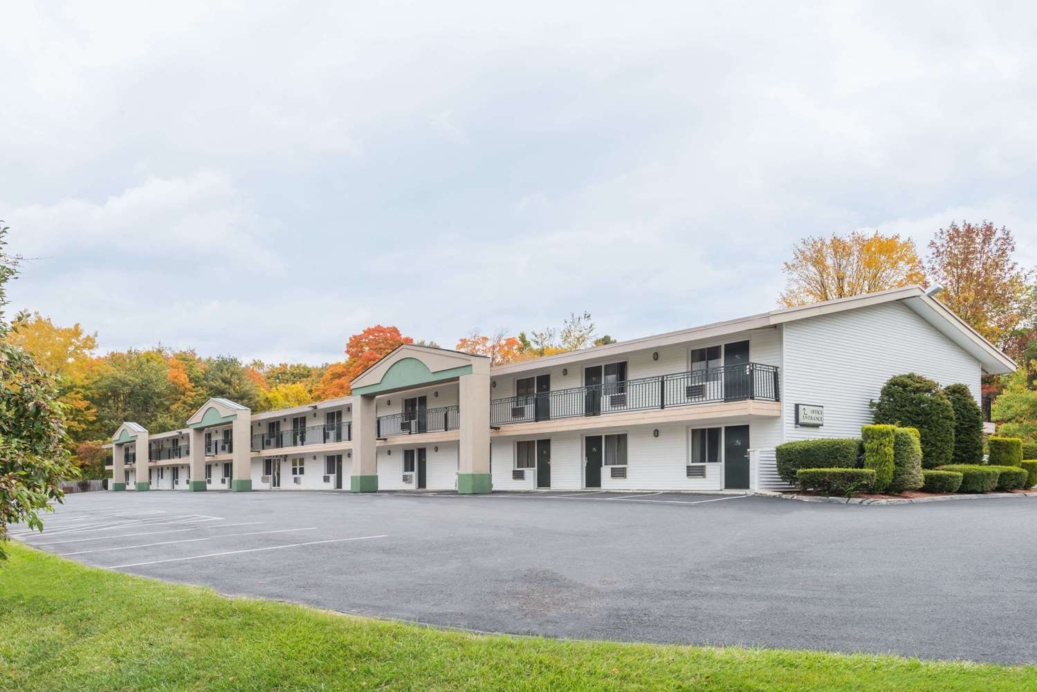 Exterior view - Days Inn Lenox