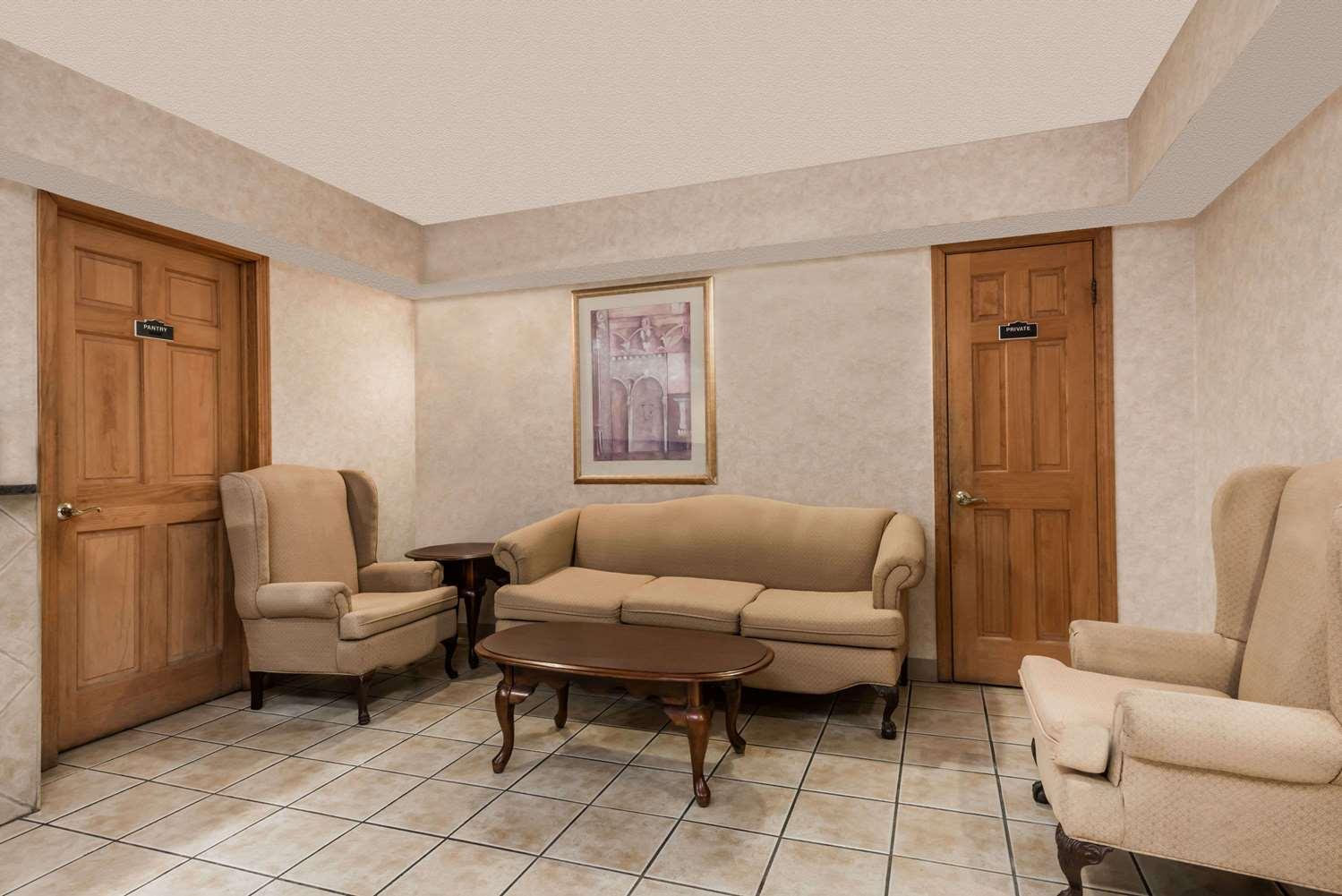 Lobby - Days Inn Lenox