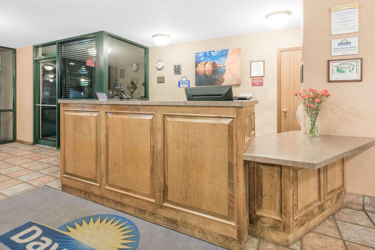 Lobby - Days Inn West Rapid City