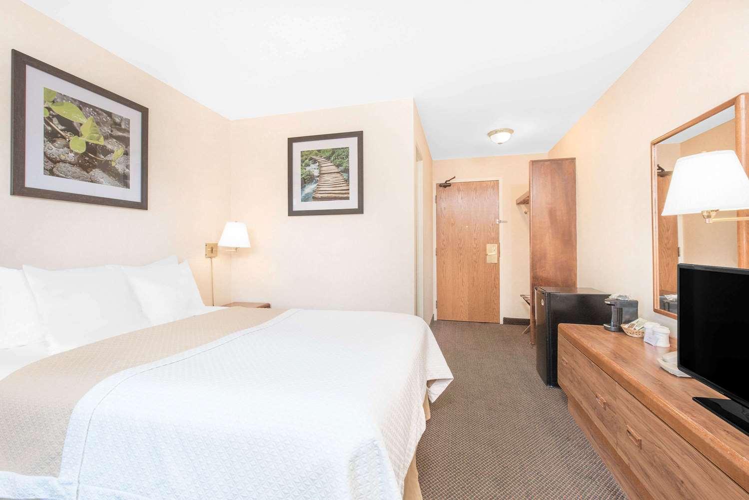 Room - Days Inn West Rapid City