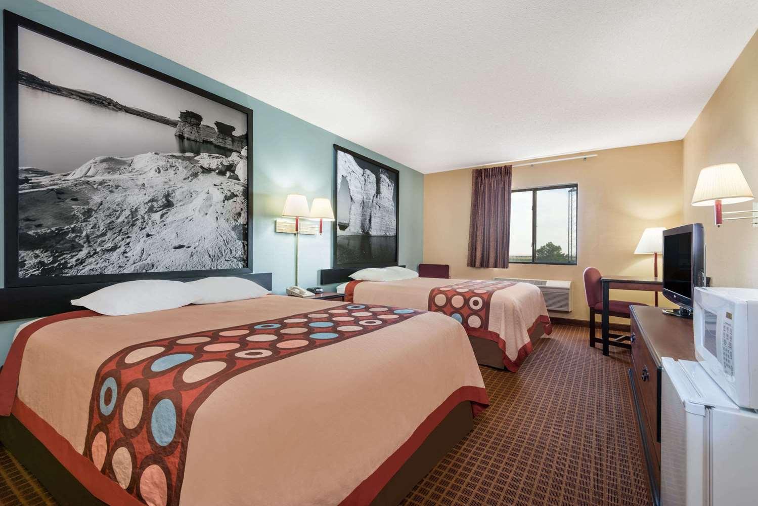 Room - Super 8 Hotel Wakeeney