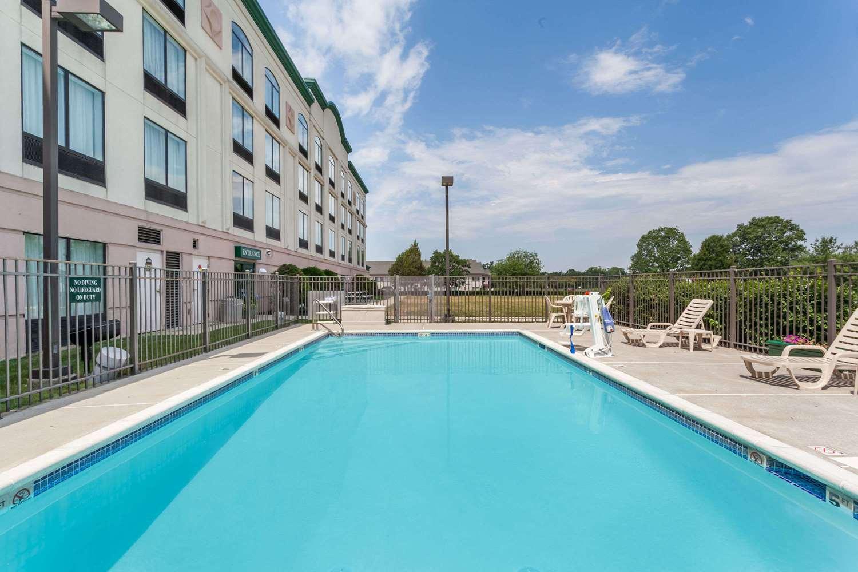 Pool - Wingate by Wyndham Hotel Vineland