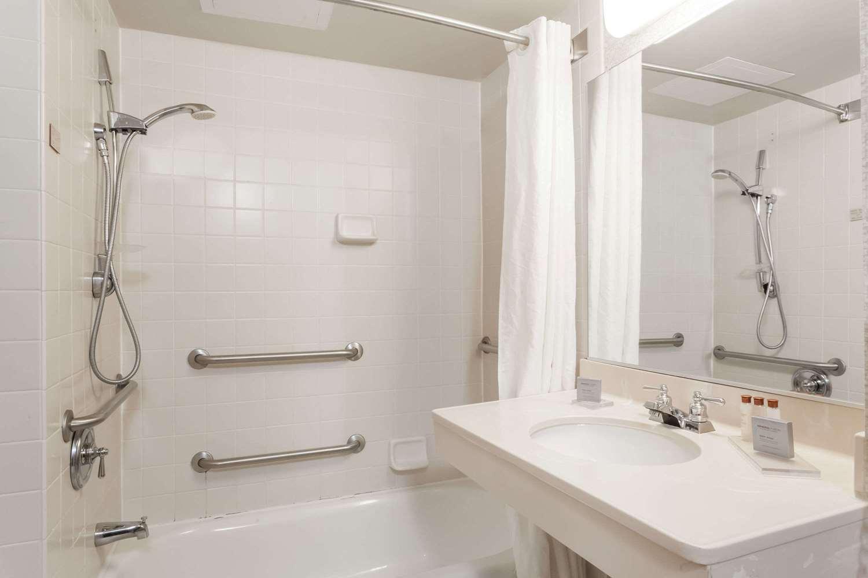 Room - Wingate by Wyndham Hotel Vineland