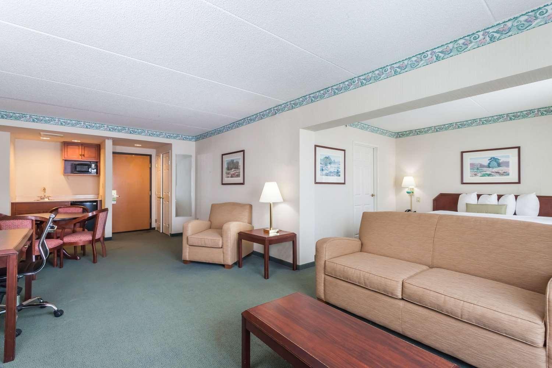 Suite - Wingate by Wyndham Hotel Vineland