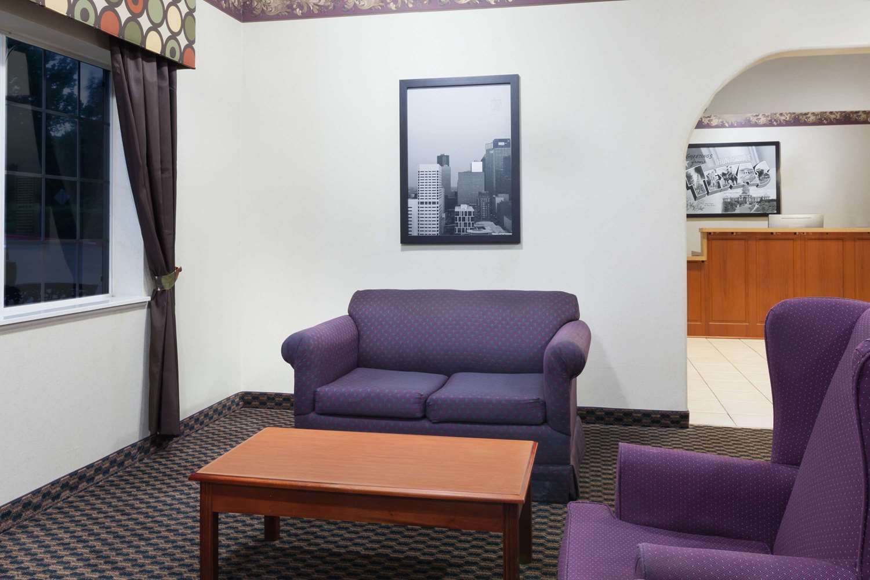 Lobby - Super 8 Hotel Huntsville