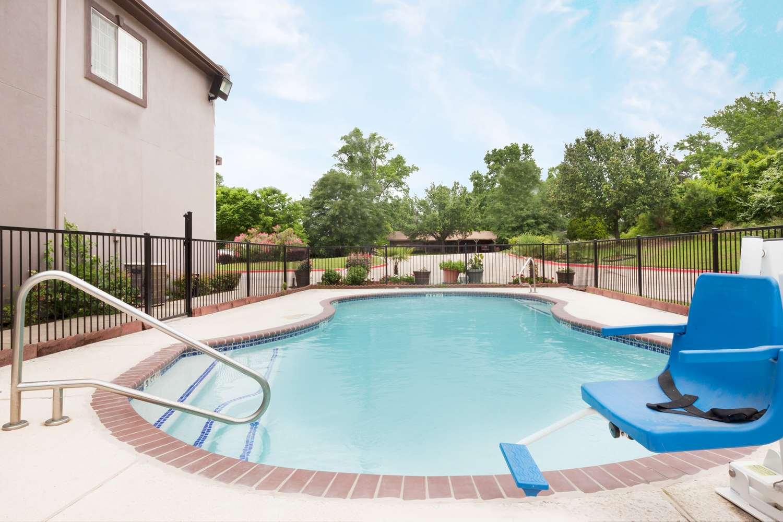 Pool - Super 8 Hotel Huntsville
