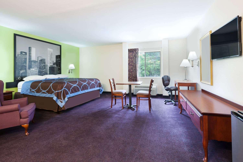 Suite - Super 8 Hotel Huntsville