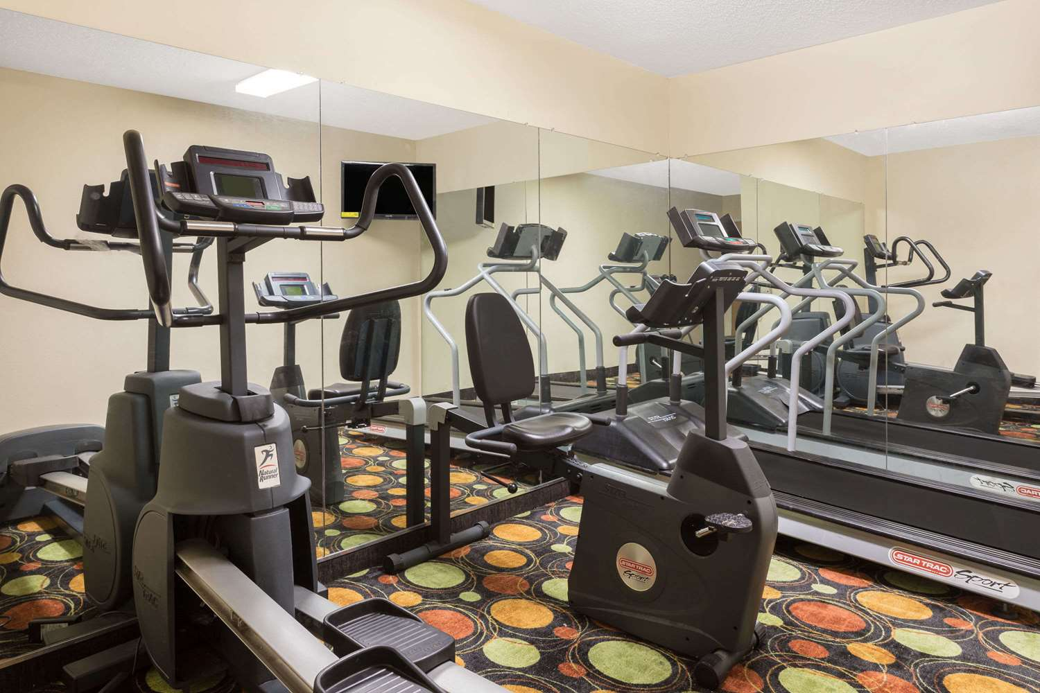 Fitness/ Exercise Room - Super 8 Hotel Duson