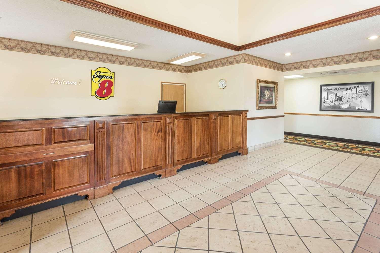 Lobby - Super 8 Hotel Duson