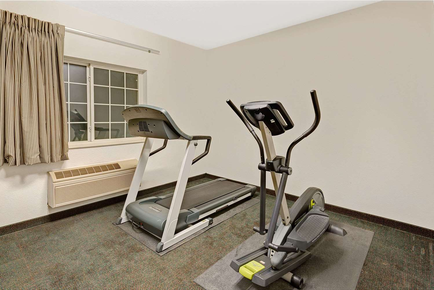 Fitness/ Exercise Room - Super 8 Hotel De Soto