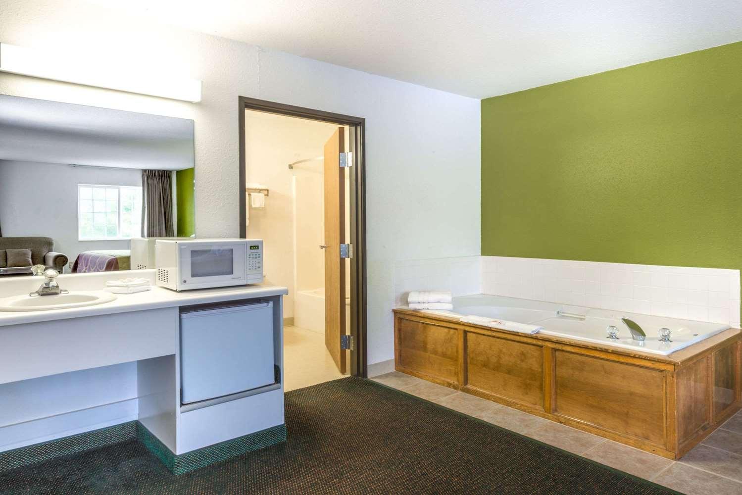Room - Super 8 Hotel De Soto