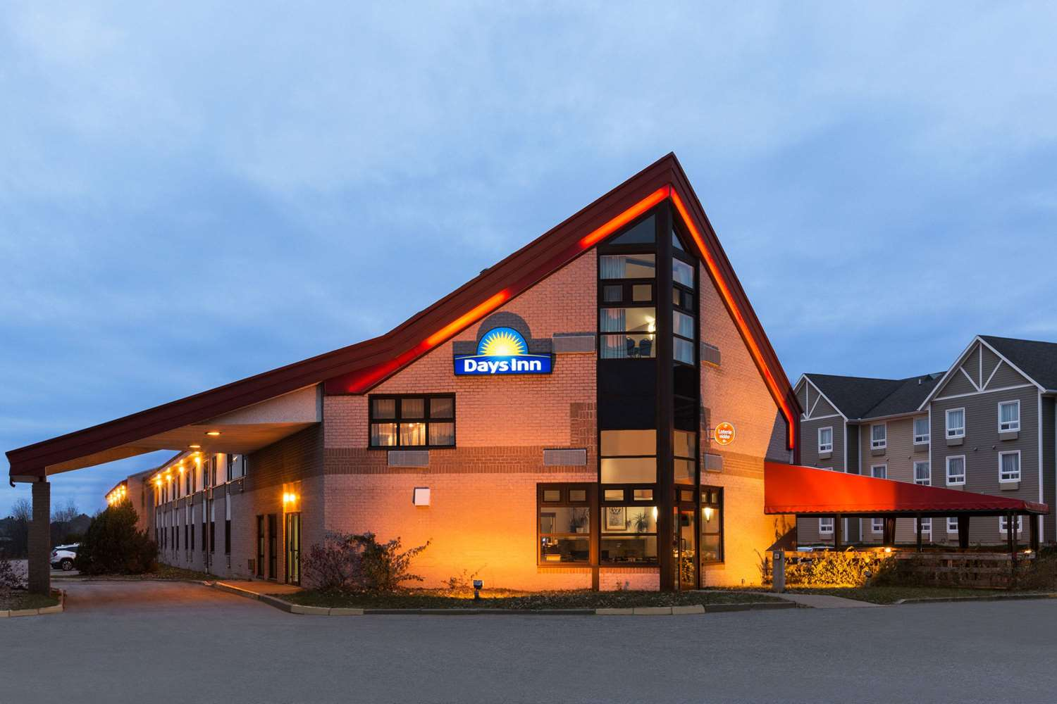 Exterior view - Days Inn Trois-Rivieres