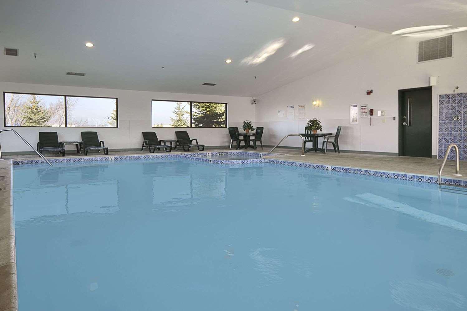 Pool - Travelodge Hudsonville