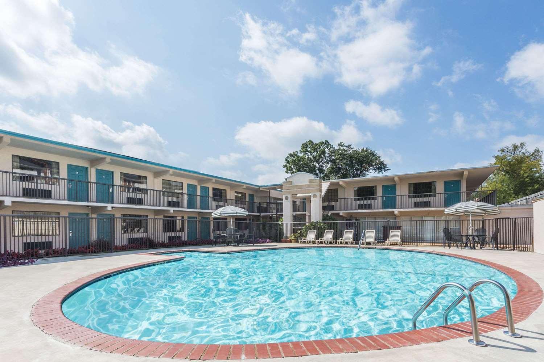 Pool - Days Inn Athens