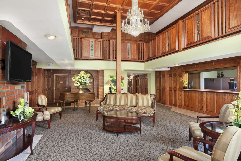 Lobby - Ramada Inn & Suites Saginaw