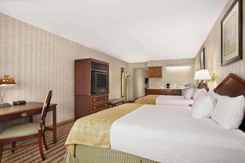 Suite - Ramada Inn & Suites Saginaw