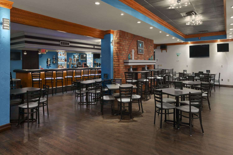 Bar - Ramada Inn & Suites Saginaw